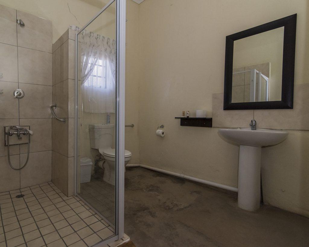 room 7 bathroom 1-8